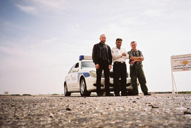 Zdjęcia: Droga z AHVAZ do ABADAN, Poludniowo-zachodni iran k.granicy z irakiem, zatrzymani do kontroli, IRAN