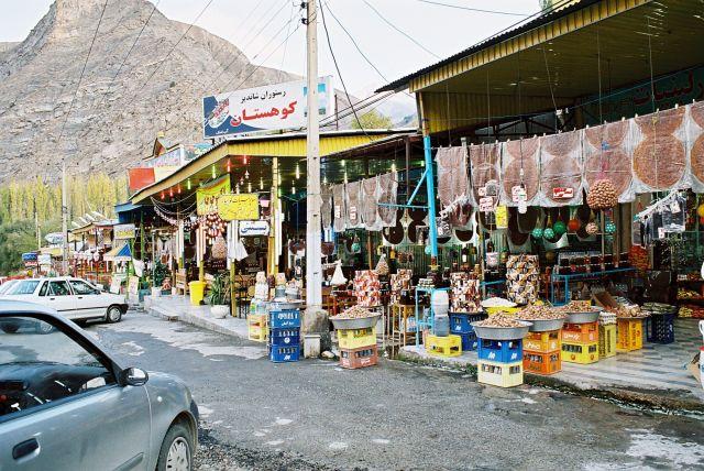 Zdjęcia: Miedzy teheranem a morzem kaspijskim, Przydrozne sklepiki, IRAN