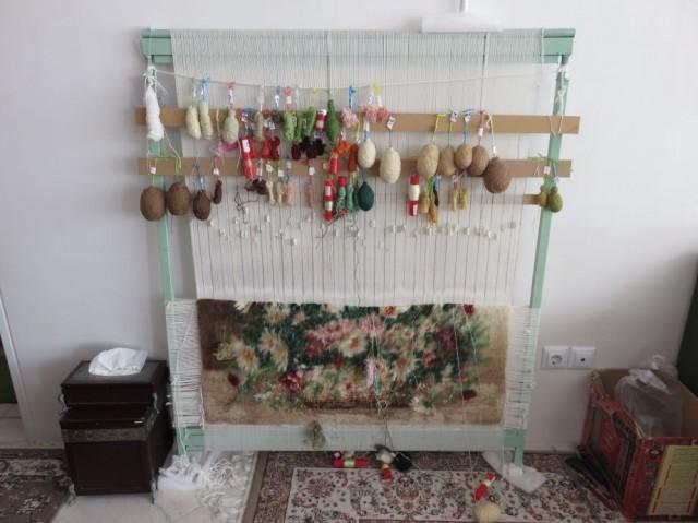 """Zdjęcia: Hamadan, """"Miejsce"""" do robienia dywanów w perskim mieszkaniu, IRAN"""