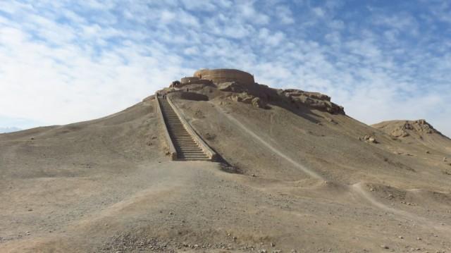 Zdjęcia: Jazd, Wieża milczenia - tu zoroastrianie zostawiali ciała swoich zmarłych ptakom na pożarcie, IRAN