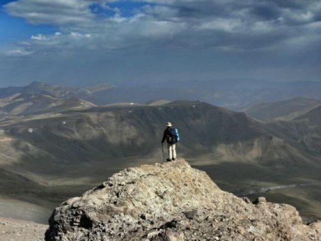 Zdjęcia: Demawend, w drodze do drugiego schronu. Około 4200m npm., Góry Alborz, Paweł w szponach niezmierzonej przestrzeni, IRAN
