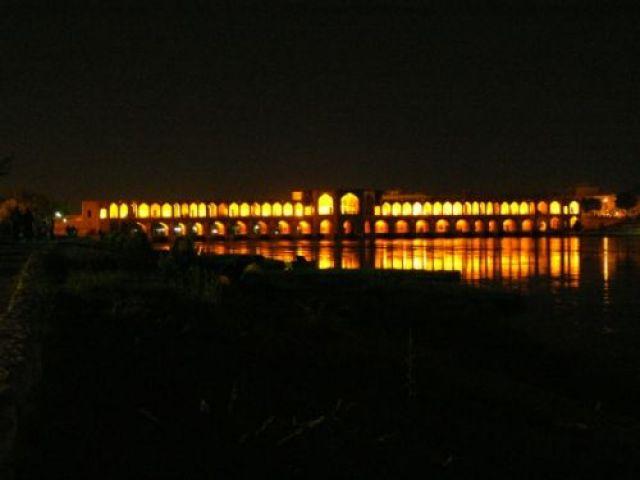 Zdjęcia: Nad brzegiem rzeki Zayand, Esfahan - połowa świata..., Most Khaju, IRAN