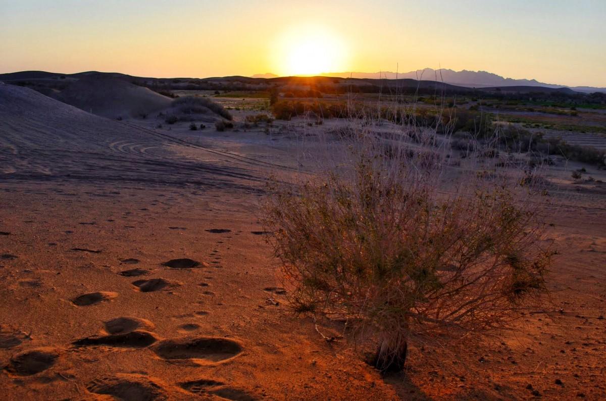 Zdjęcia: Dasht-e Kavīr, Dasht-e Kavīr, Wschód słońca, IRAN