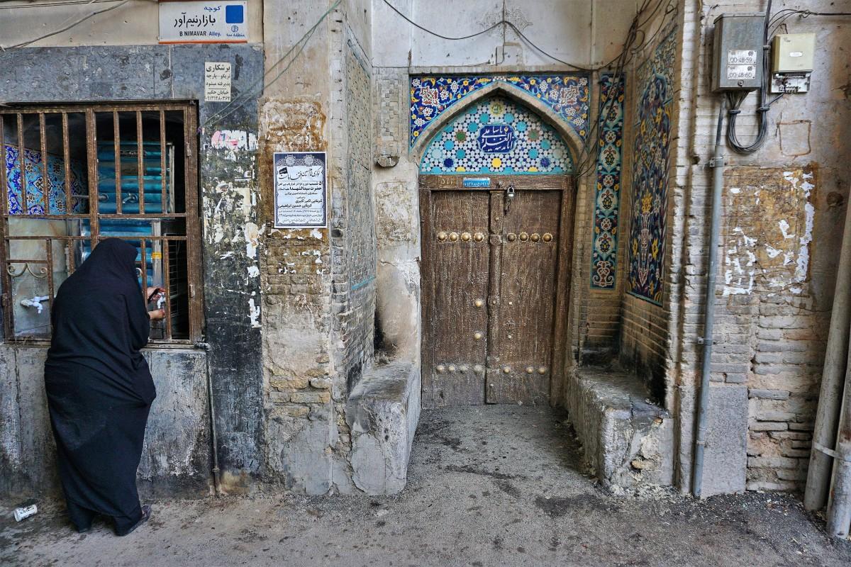 Zdjęcia: Esfahan, Wyżyna Irańska, Zaułek z wodą, IRAN