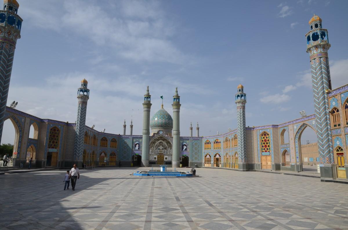 Zdjęcia: okolica Kashan, Kashan, Na dziedzińcu świątyni szyickiej, IRAN