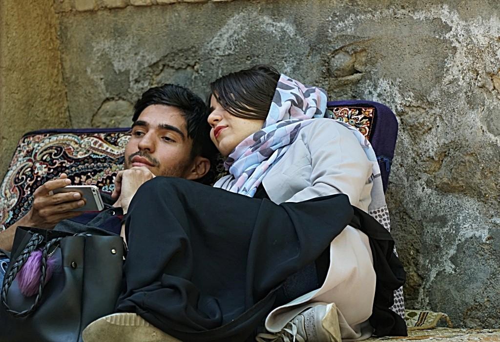 Zdjęcia: Kāshān, płn. Iran, Leżakowanie w czajchanie..., IRAN