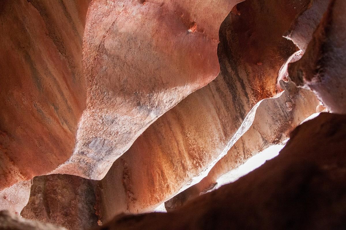 Zdjęcia: wyspa Hormoz, Hormoz, Jedna z jaskiń , IRAN