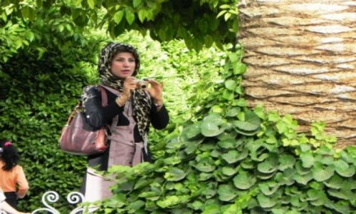 Zdjecie IRAN / Shiraz / Park / Kobieta