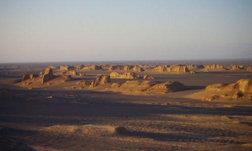 Zdjecie IRAN / - / pustynia Lut / na pustyni