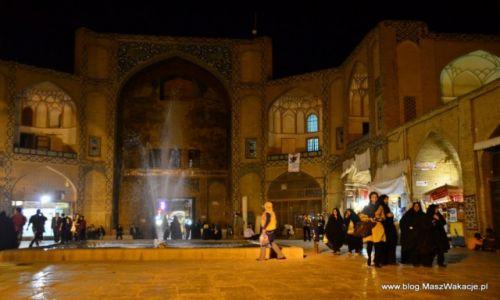 IRAN / Iran / Isfahan - wejście na bazar / W królestwie baśni tysiąca i jednej nocy ...