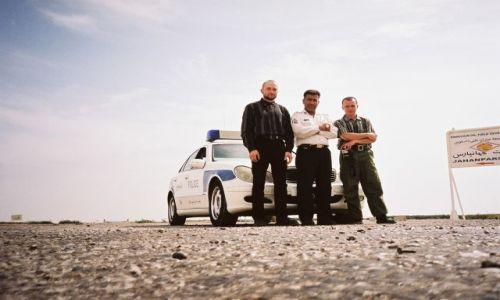 Zdjecie IRAN / Poludniowo-zachodni iran k.granicy z irakiem / Droga z AHVAZ do ABADAN / zatrzymani do kontroli