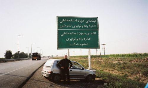 Zdjecie IRAN / Poludniowo-zachodni iran / Okolice AHVAZU / Piekny alfabet