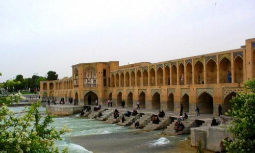 Zdjęcie IRAN / - / Esfahan / Esfahan- most Chadżu na rzece Zajande