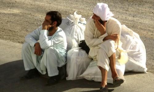 IRAN / Na po�udnie od Teheranu / Pobocze szosy / Przyjedzie, czy nie?