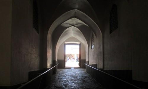 Zdjęcie IRAN / Kerman / Przejście do Meczetu Piątkowego / W stronę światła