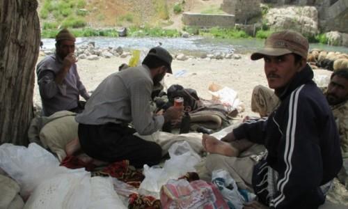 Zdjęcie IRAN / Okolice wsi Polour / Skarpa nad rzeką Haraz / Pasterze