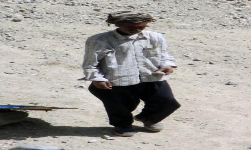 Zdjecie IRAN / Okolice wsi Polour / Skarpa rzeki Zajadane / Z rozwag�