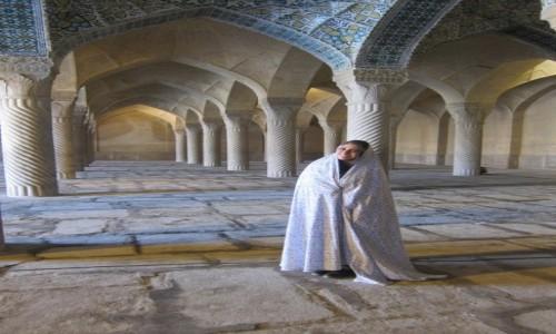 IRAN / Isfahan / Isfahan / Być kobietą ....
