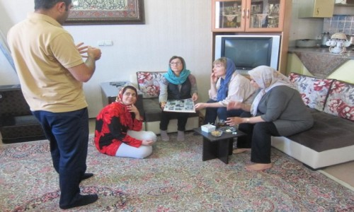 IRAN / Kerman / Kerman / Na dywaniku bez klapek