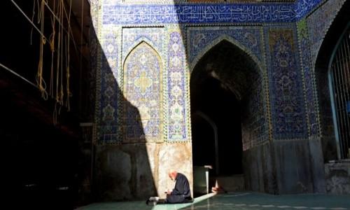 Zdjecie IRAN / Isfahan / Isfahan / Modlitwa