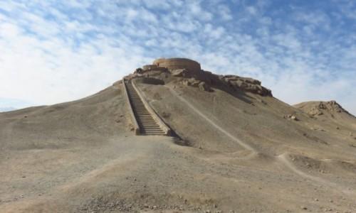 Zdjęcie IRAN / - / Jazd / Wieża milczenia - tu zoroastrianie zostawiali ciała swoich zmarłych ptakom na pożarcie
