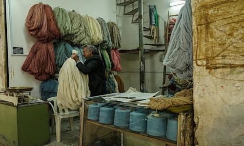 Zdjęcie IRAN / płn Iran / Kāshān / Handlarz wełną
