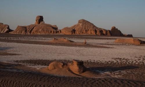 Zdjęcie IRAN / wschodni Iran / Dasht-e Lūt / Sfinks i mumia... z piasku