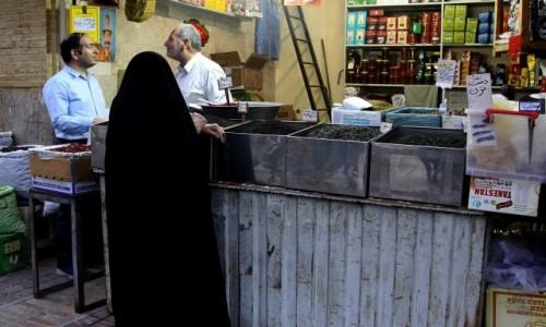 IRAN / płd. Iran / okolice shiraz / Życie na suku....