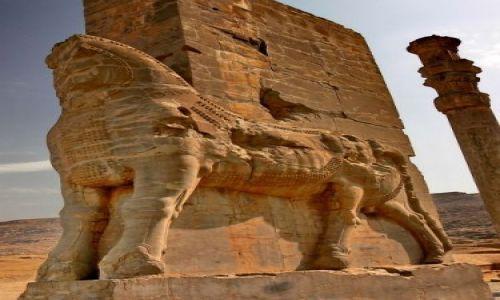 IRAN / Persepolis / Okolice Shiraz / Stra�nik - skrzydlaty byk z g�ow� brodacza