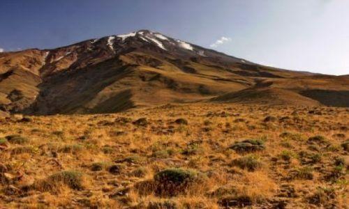 IRAN / Góry Alborz / Podnóża Demawendu widziane z północnej strony, od wioski Nandal / Demawend (5671m)
