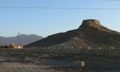 IRAN / Yazd / Wieże Milczenia / Tyle pozostało po Zaratustrze
