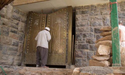 Zdjecie IRAN / brak / Chak Chak / Świątynia Zoroastriańska - strażnik świątyni