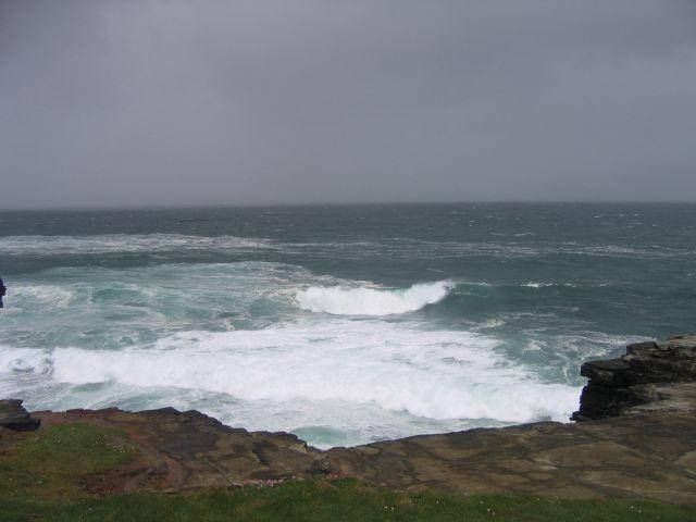 Zdjęcia: Okolice Doelin, Clifffs of Moher, Wzburzony ocean w okolicach Doelin, IRLANDIA