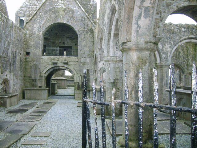 Zdjęcia: okolice Headford, Zachodnia Irlandia, Ruiny klasztoru Ross Friary , IRLANDIA