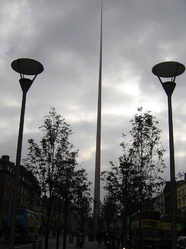 Zdjęcia: Dublin, O'Connell Street ze stalową szpicą, IRLANDIA