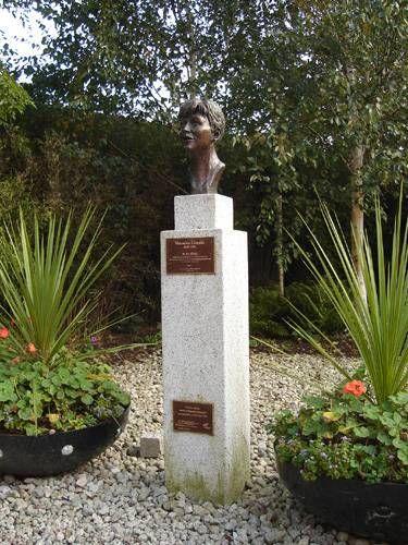 Zdjęcia: Dublin, Pamiątkowe popiersie na terenie Zamku Dublińskiego, IRLANDIA