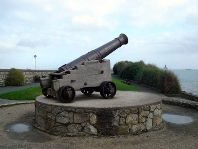 Zdjęcia: Dun Laoghaire, Stara armata na molo, IRLANDIA