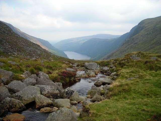 Zdjęcia: Gory Wicklow, Hrabstwo Wicklow, Dolinka Glendalough z drugiej strony, IRLANDIA