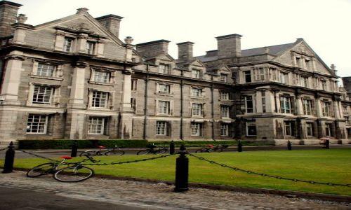 Zdjęcie IRLANDIA / Dublin / Trinity College / zaparkuj rower przed szkola!