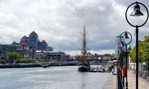 IRLANDIA / - / Dublin / Widok na rzekę Liffey