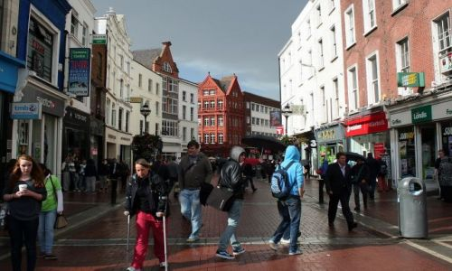 IRLANDIA / - / Dublin / Dawson Street po deszczu