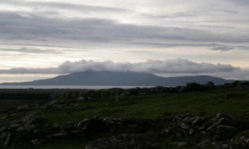 Zdjecie IRLANDIA / co. Mayo / niedaleko od Louisburgh / zachmurzona Clare Island