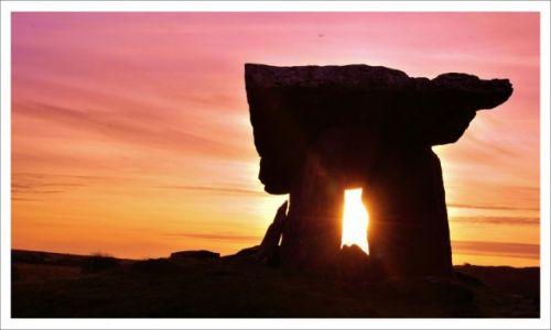 Zdjecie IRLANDIA / Burren / Pulnabrone. Przy drodze R480 / Grobowiec Pulnabrone