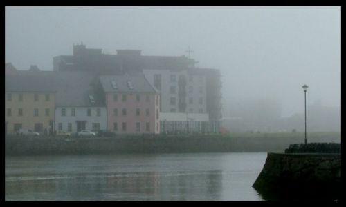 Zdjęcie IRLANDIA / zachodnia Irlandia / Galway / Spanish Arch- w niedzielny poranek