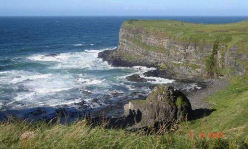 Zdjęcie IRLANDIA / Irlandia Pln. / Zatoczka przy zamku Dunluce / wspaniala zatoczka przy zamku Dunluce