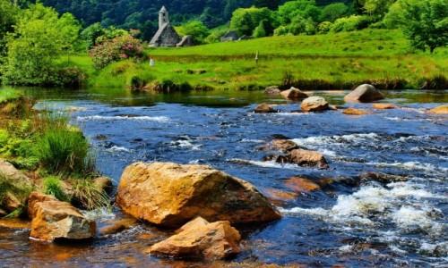 Zdjecie IRLANDIA / Hrabstwo Wicklow / Klasztor Św. Kewina / Klasztor Św. Kewina - widok od strony rzeki
