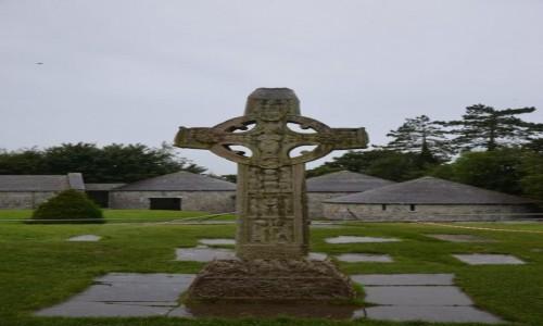 Zdjęcie IRLANDIA / hrabstwo Offaly / Clonmacnoise / Krzyże celtyckie