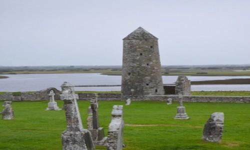Zdjecie IRLANDIA / hrabstwo Offaly / Clonmacnoise / Okrągła wieża celtycka