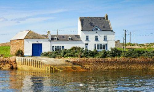 Zdjecie IRLANDIA / Okolice wyspy Aran / brak / Domek z garażem na amfibie