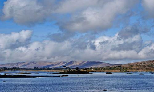 Zdjecie IRLANDIA / co Galway / Park Narodowy Connemara  / Wysepka na jezi